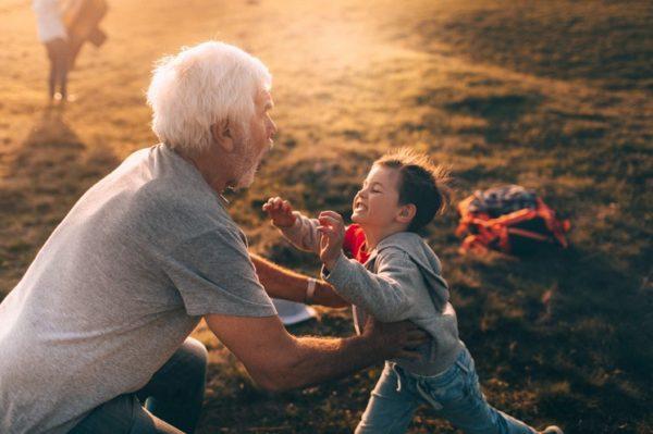 Conheça a importância da relação entre avós e netos