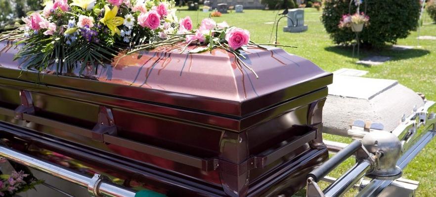 Conheça os principais modelos de caixão e urnas