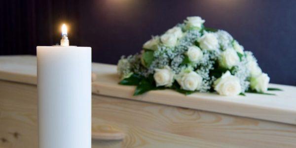 Qual é o significado das flores para velório?