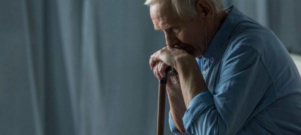 Luto na terceira idade: entenda como ajudar o idoso